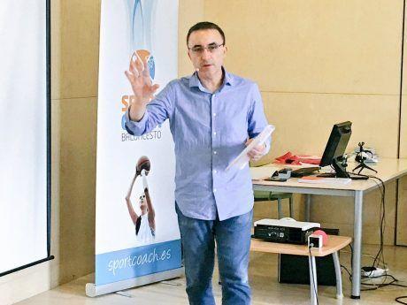 Chechu Mulero, director deportivo del Valencia Basket, explicando las claves de su profesión