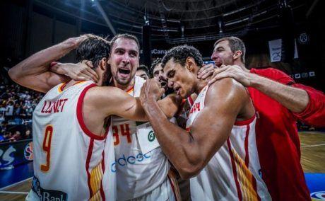 Jugadores españoles celebran la clasificación para el Mundial