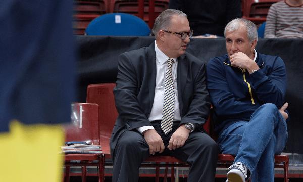 Obradovic y Gherardini charlan en el  banquillo