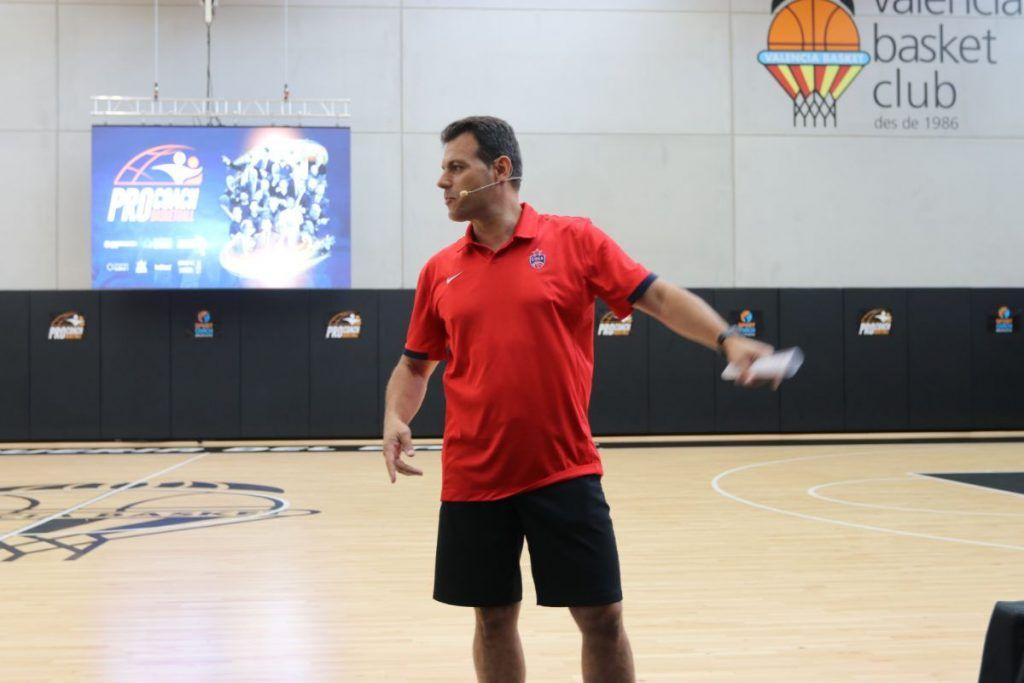 Dmitris itoudis durante su primera charla en el Pro Coach
