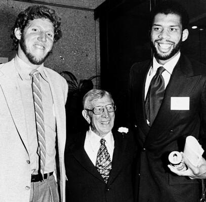 John Wooden con sus dos alumnos más destacados