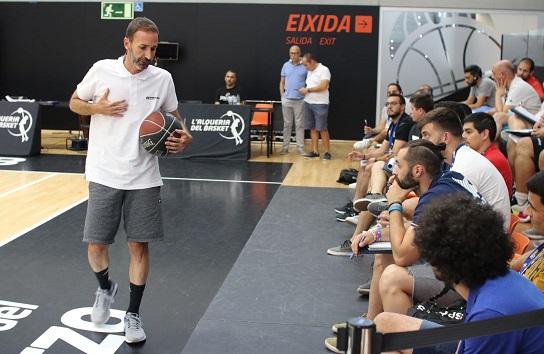Sito Alonso hablando a entrenadores de formación