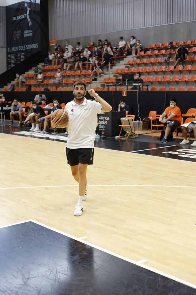 Paco Redondo, entrenador de cantera durante muchos años en Joventut y Real Madrid, nos enseña alguno de sus ejercicios favoritos