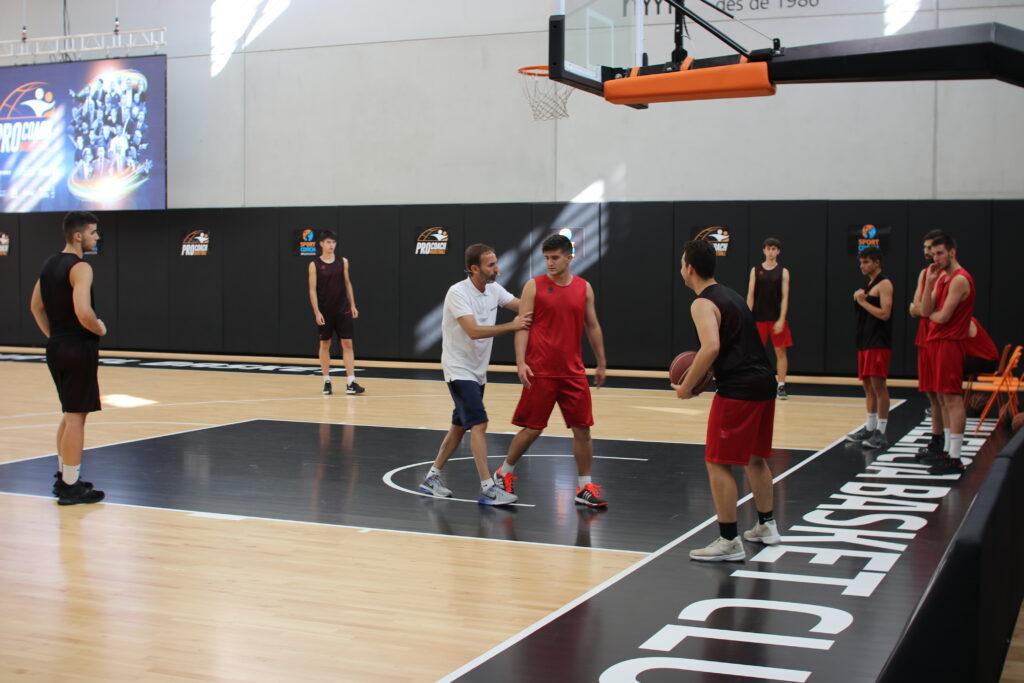 Aunque lleva muchos años en el baloncesto profesional, Sito no se olvida de sus orígenes en la formación
